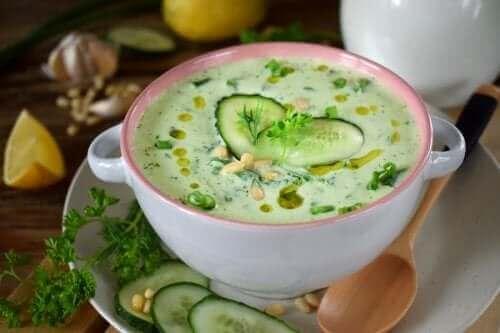 低カロリー!きゅうりとアボカドの冷製スープ