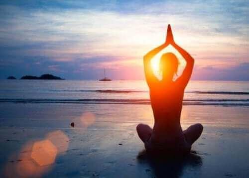 メンタルヘルス:心の健康維持に役立つ5つの習慣 ヨガ