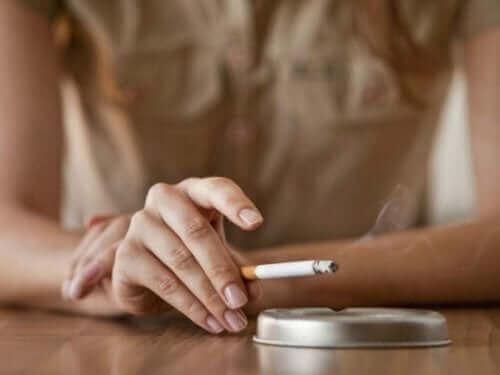 メンタルヘルス:心の健康維持に役立つ5つの習慣 禁煙