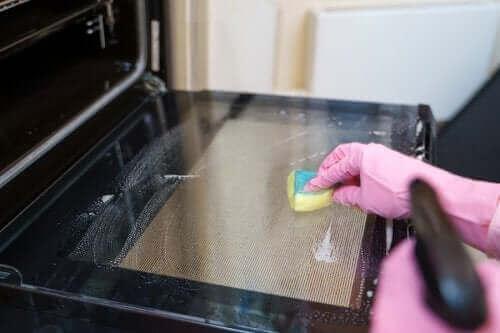 オーブンをピカピカにするためのコツ5つ