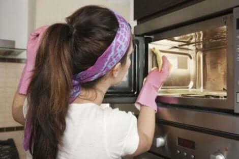 オーブンの掃除