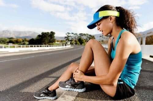 損傷の度合いによって異なる筋挫傷の症状と治療法