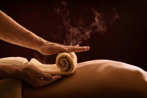 温湿布 腰痛を改善する
