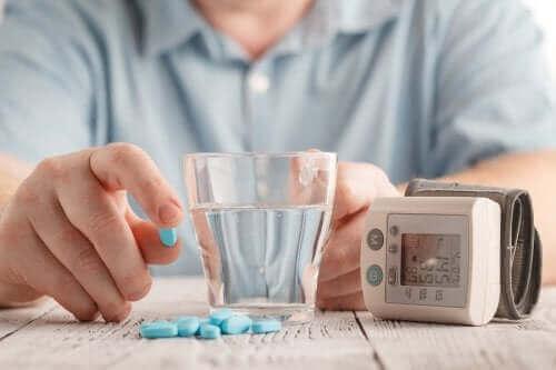 血圧を下げる薬:バルサルタンの用途と副作用