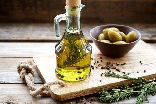 健康への高い効果が期待できる植物油4種 オリーブオイル