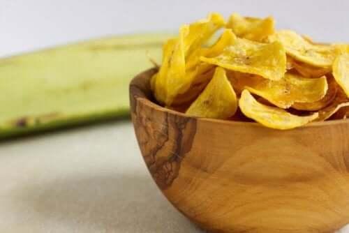 職場に持って行きたい健康的なスナック6選 野菜チップス