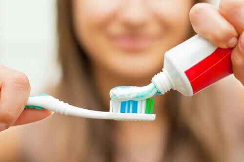 歯科矯正中に歯科衛生を良好に保つための7つの鍵 歯磨き