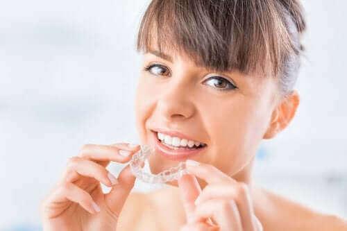 透明の歯科矯正装置:クリアアライナーについて