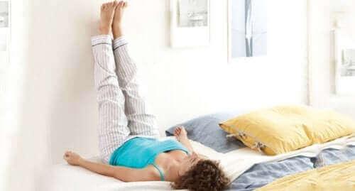 足首と足のむくみや腫れを和らげる方法5つ
