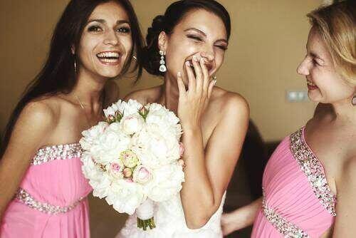 結婚式を成功させるために新郎と新婦がすべきこと ブライズメイド