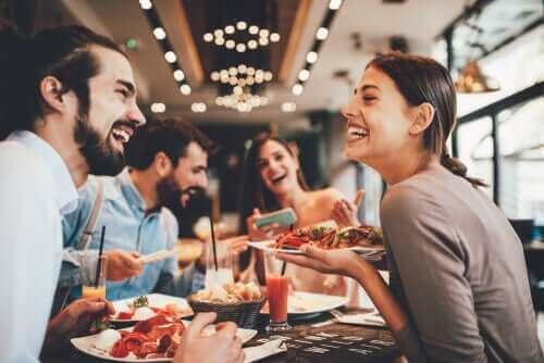 健康的に外食をするためのアドバイス 友人との食事会