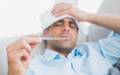 インフルエンザの症状と体への影響 発熱した人