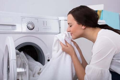 カビ臭い?衣類の嫌な臭いを取り除く方法