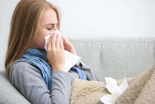 詳しく知りたい!私たちが風邪をひく理由 風邪の女性
