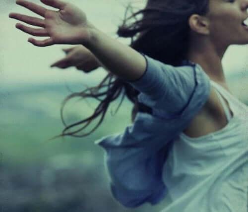 あなたは自分を許すことができますか? 心を解き放つ女性