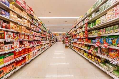 買い物時に新型コロナウイルスへの感染を防ぐ方法 スーパーの様子