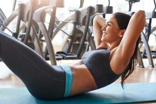 背中に負担をかけずに腹筋を鍛えるエクササイズ