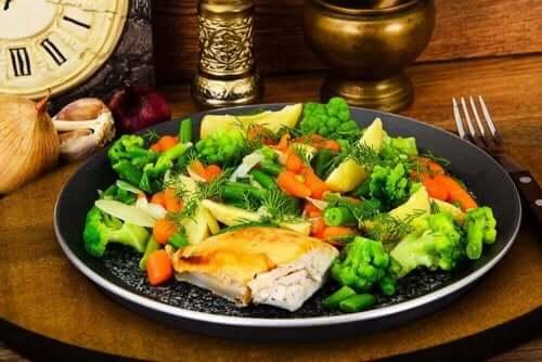 炭水化物の摂取量を減らすためのアドバイス6選 蒸し野菜