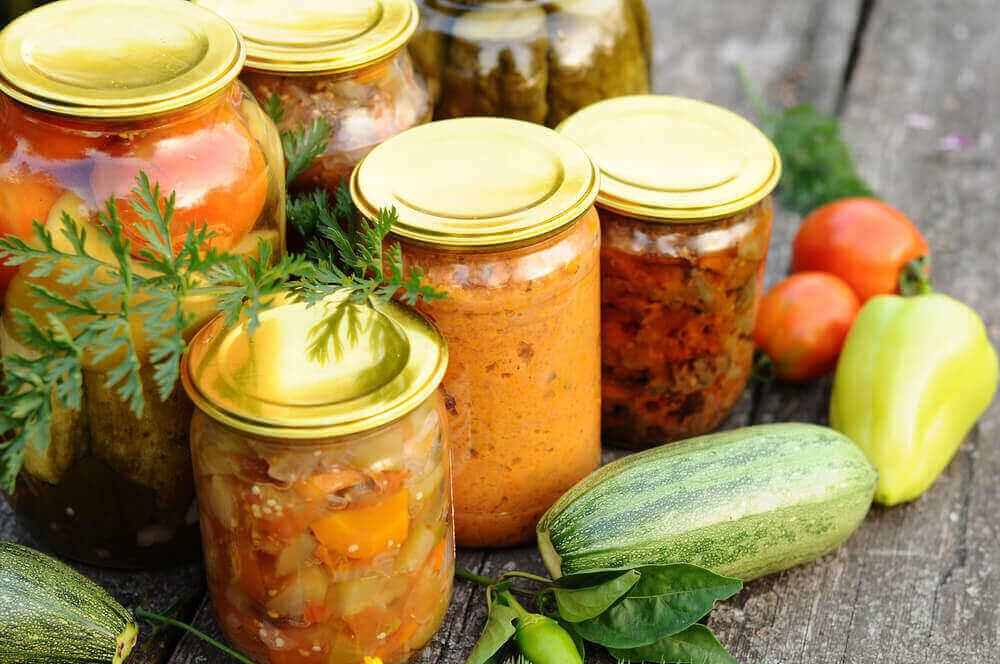 自宅隔離措置中には何を食べるべきですか? 瓶詰め食品