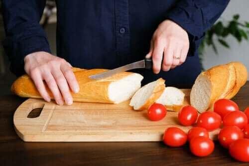 結局パンを食べると太るの?