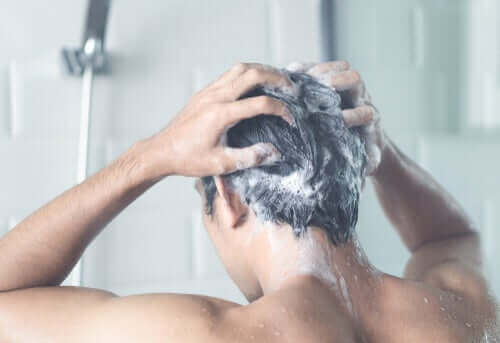 自宅隔離措置中に毎日シャワーを浴びるべきですか?