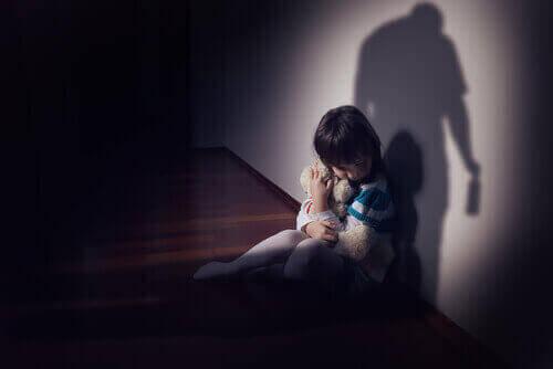 小児睡眠障害:検査と治療法について 怯える子供