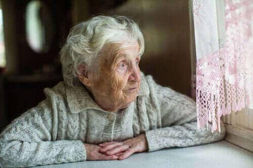 自宅で隔離措置を行う高齢者への推奨事項