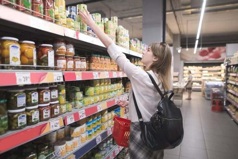 自宅隔離措置中には何を食べるべきですか?