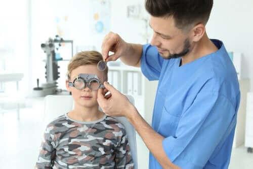 子供の眼の問題を早期に検出する方法