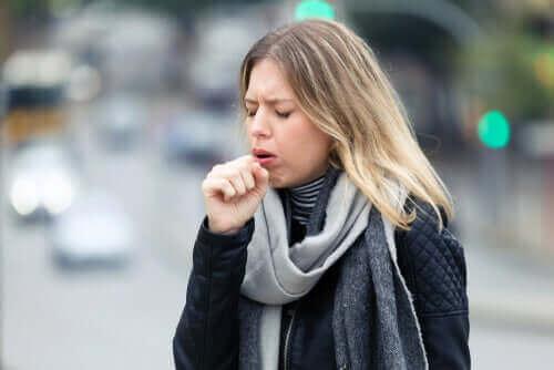 新型コロナウイルスは肺の細胞にどう感染するのか? 乾いた咳