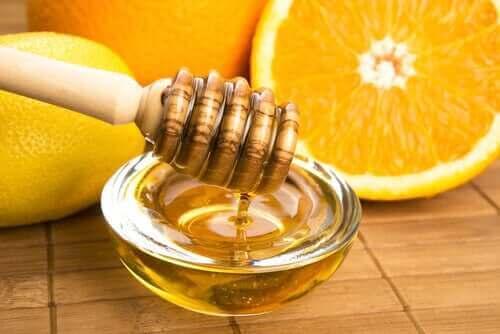 インフルエンザの緩和に役立つ蜂蜜療法3選 蜂蜜と柑橘類