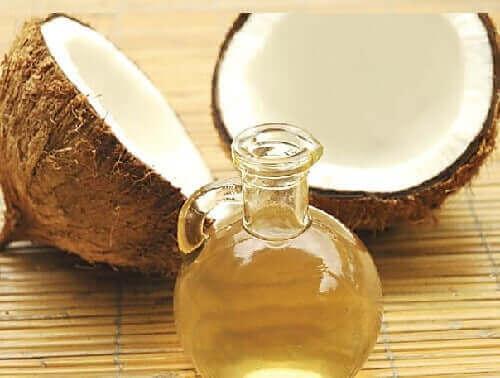 髪の活性化に役立つクレイとココナッツオイル ココナッツオイルの瓶