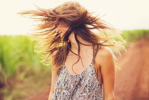 髪の活性化に役立つクレイとココナッツオイル