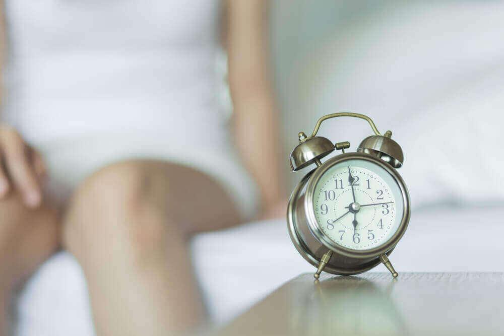 ロックダウン中に家族が仲良く過ごすためのヒント 目覚まし時計