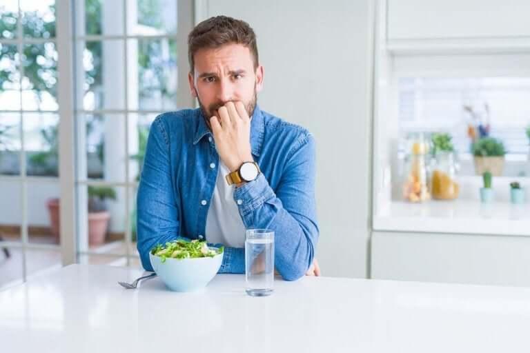 ロックダウン中に食べる量を減らす方法
