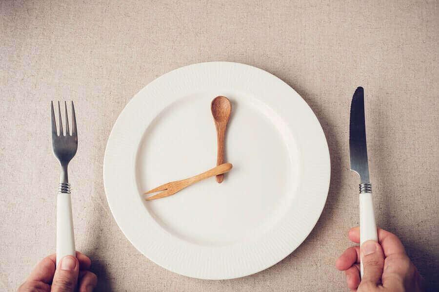 ロックダウン中に食べる量を減らす方法 プチ断食