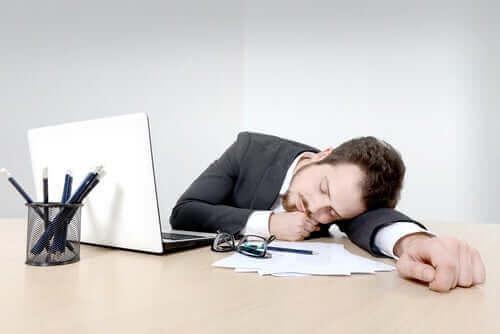 異なる種類の不眠症について知っておくべきすべて 日中の作業効率の低下