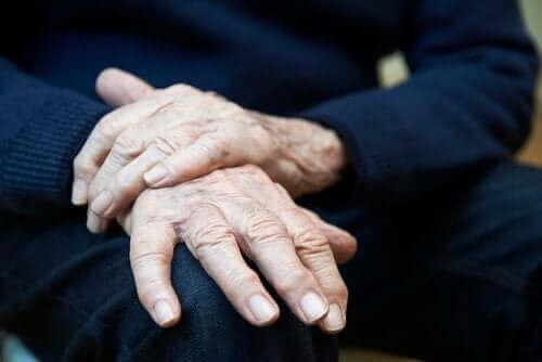 本態性振戦:症状、原因、そして治療法