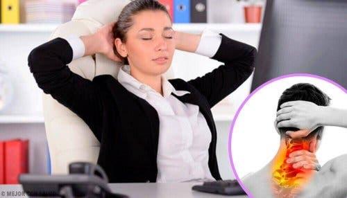 筋肉の拘縮:予防と治療法について 頭痛持ちの女性