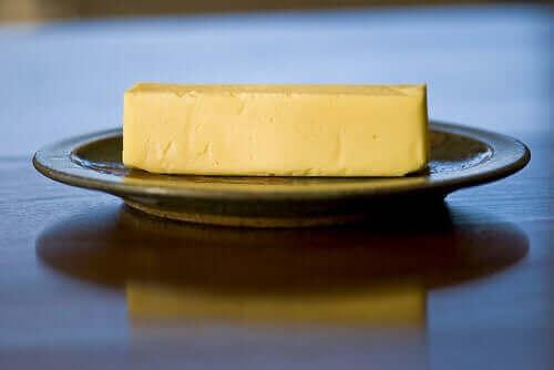 バター 硬化油脂って何?