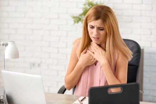 息切れの原因はウイルス?息切れの主な原因と解決法