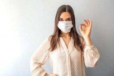 新型コロナウイルス〜マスクは常に着用すべき?