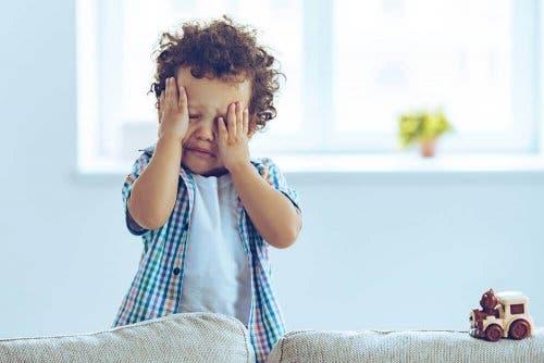 泣く子供 脳しんとう