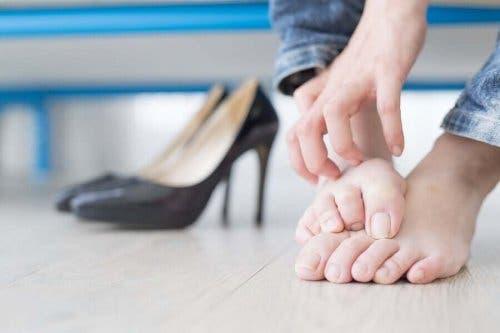 正しく学ぼう!陥入爪の予防と治療法について 靴による陥入爪