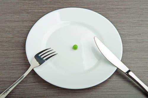 お皿とグリーンピース
