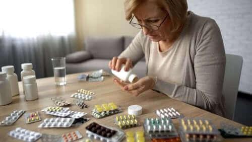 自己投薬と健康へのリスクについて考えよう