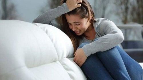 強迫観念に対処する方法 泣く人