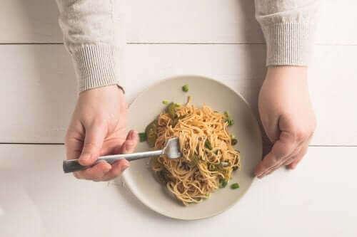 【炭水化物と食事時間】夕食にパスタやご飯を食べても大丈夫?