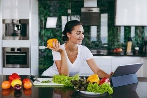 【ウソ?ホント?】夕食を抜くのが減量に役立つってどうなの?