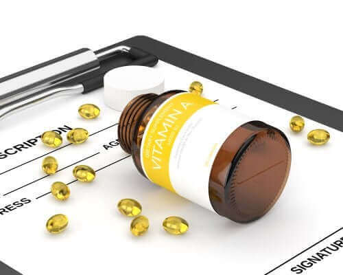 アシトレチンの特性、適応症、用途について